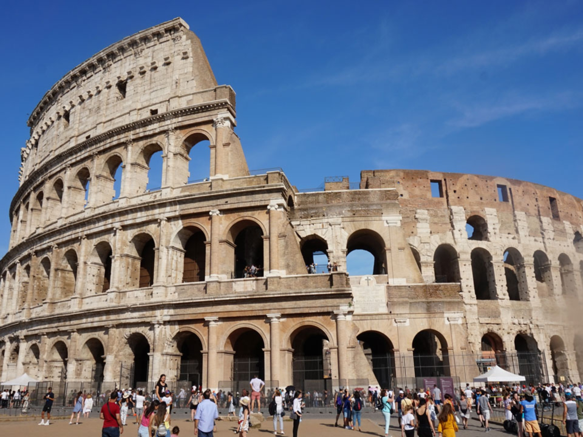 Ancient-Rome-Coliseum_Italy-Tour-With-Theresa_02