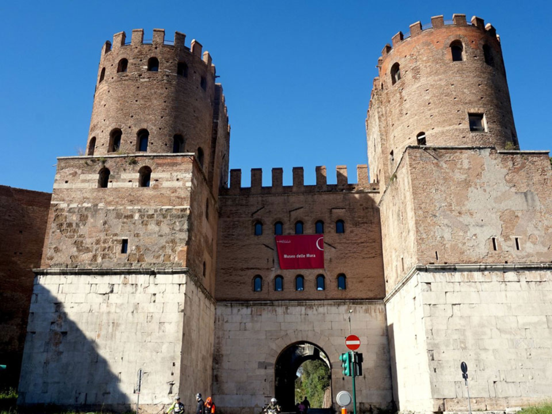 appian-way_Italy-Tour-With-Theresa_11