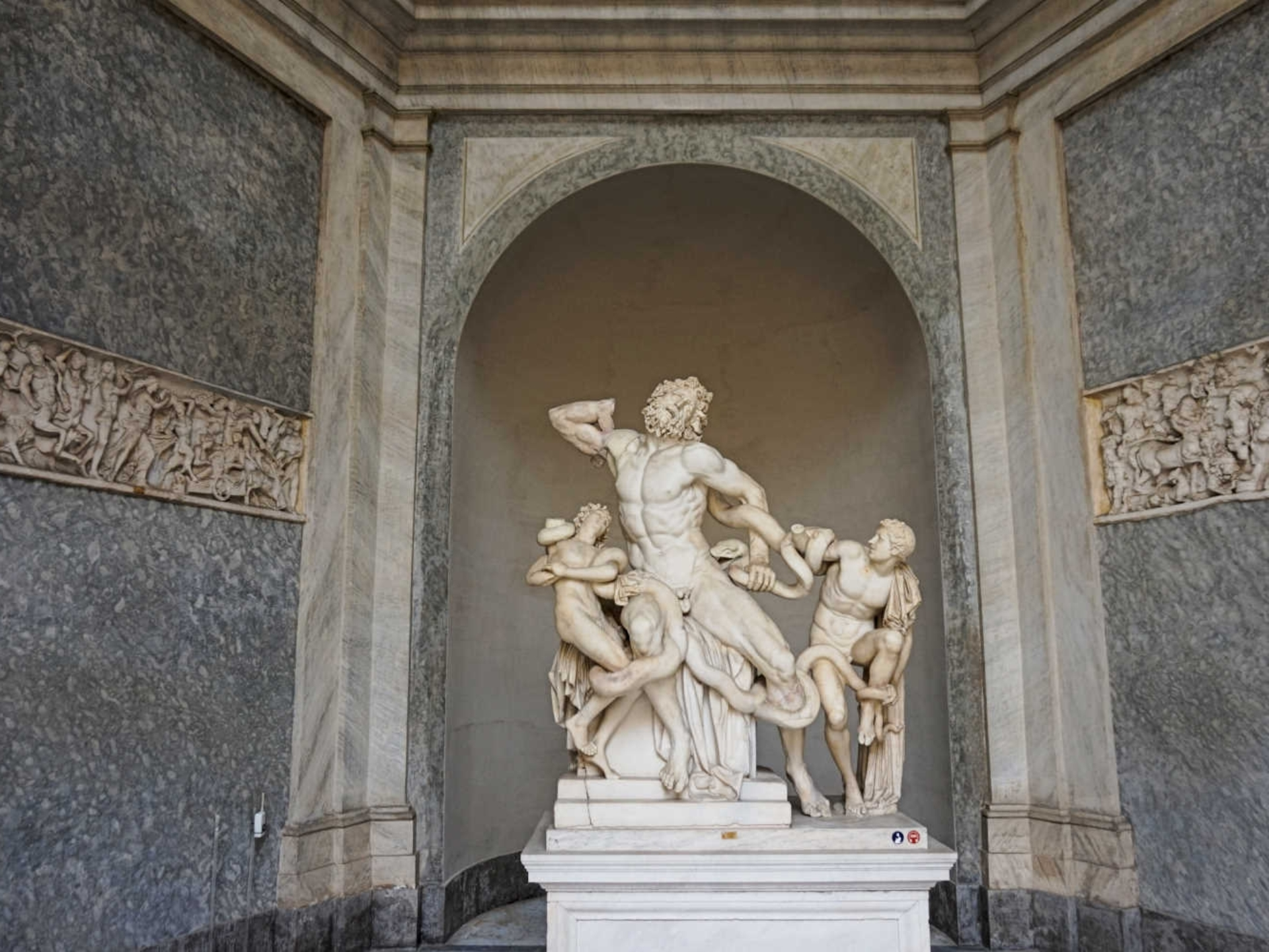 vatican_Italy-Tour-With-Theresa_13